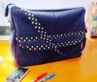 bolso, sac, sac pour les cours, jean, jean dénim, pois, topos, flores, fleurs,